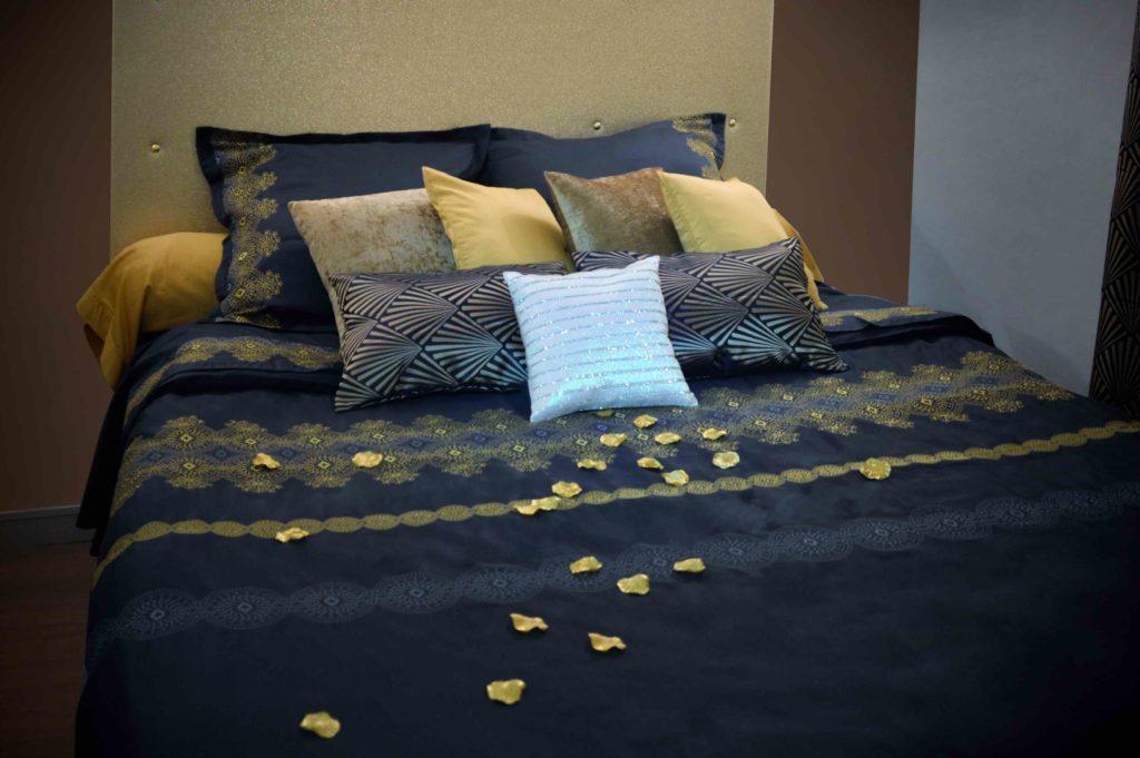 Chambre 2 en bleu et or