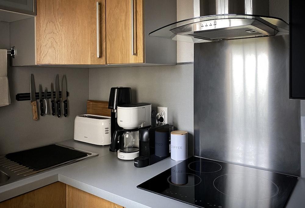 La Soulayla Kitchenette vue appareils ménagers