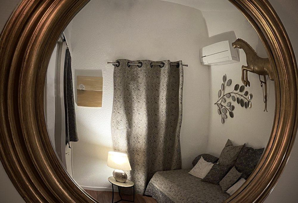 La Soulayla chambre 3 dans le miroir