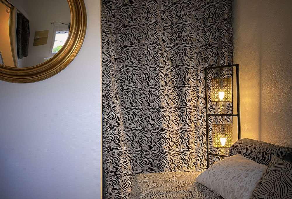 La Soulayla chambre 3 lampe sur pied